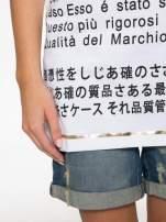 Biały t-shirt z tekstowym nadrukiem i znakami chińskimi                                  zdj.                                  8