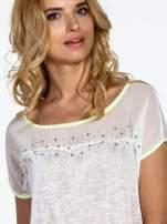 Biały t-shirt z wiązaniem z boku                                                                          zdj.                                                                         5