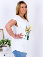 Biały t-shirt z żonkilami PLUS SIZE                                  zdj.                                  5
