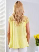 Bluzka żółta z koronkowym dekoltem                                  zdj.                                  2