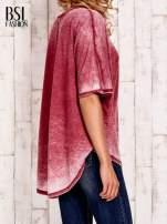 Bordowa bluzka z dłuższym tyłem efekt acid wash                                  zdj.                                  4