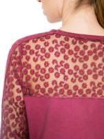 Bordowa dresowa sukienka z koronkowym karczkiem                                  zdj.                                  8