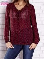 Bordowa koszulowa bluzka mgiełka z wiązanym dekoltem                                  zdj.                                  1