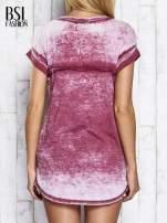 Bordowy asymetryczny t-shirt z trójkątnym dekoltem                                                                          zdj.                                                                         5