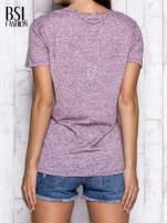 Bordowy melanżowy t-shirt z okrągłym dekoltem                                  zdj.                                  5