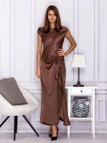 Brązowa długa sukienka z falbaną                                  zdj.                                  1