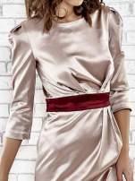 Brązowa elegancka sukienka z satyny z drapowaniem