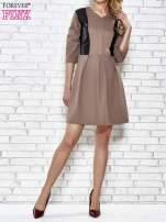 Brązowa rozkloszowana sukienka ze skórzanymi modułami                                  zdj.                                  4
