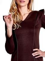 Brązowa sukienka z falbanami na ramionach                                                                          zdj.                                                                         5