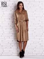 Brązowa zamszowa sukienka z rozcięciami po bokach                                  zdj.                                  4