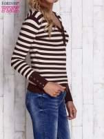Brązowy sweter w paski z guzikami przy dekolcie i na rękawach                                  zdj.                                  3