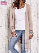 Brzoskwiniowy długi włochaty sweter z kolorową nitką                                  zdj.                                  1