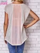 Brzoskwiniowy t-shirt z nadrukiem motyla                                  zdj.                                  5