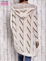 Camelowy włochaty sweter z kapturem                                  zdj.                                  6