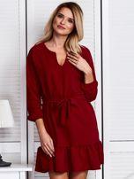 Ciemnoczerwona sukienka z falbaną i wiązaniem                                  zdj.                                  1