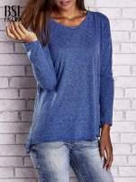 Ciemnoniebieska bluzka z surowym wykończeniem