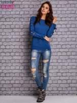 Ciemnoniebieska bluzka z wiązaniem na rękawach                                  zdj.                                  2