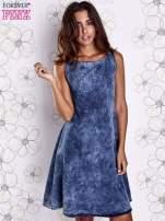 Ciemnoniebieska rozkloszowana dekatyzowana sukienka                                  zdj.                                  3