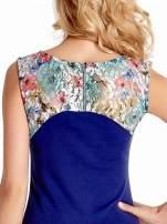 Ciemnoniebieska sukienka z kwiatową koronką                                                                          zdj.                                                                         7