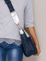 Ciemnoniebieska torba z błyszczącym modułem                                   zdj.                                  2