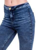 Ciemnoniebieskie spodnie jeansowe marmurki z wysokim stanem                                  zdj.                                  6