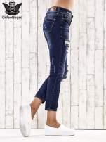 Ciemnoniebieskie spodnie regular jeans z dziurami                                  zdj.                                  3
