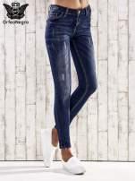 Ciemnoniebieskie spodnie skinny jeans z efektem marble denim
