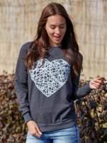 Ciemnoszara bluza z nadrukiem serca