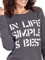 Ciemnoszara klasyczna bluza damska z napisem IN LIFE SIMPLE IS BEST                                  zdj.                                  5