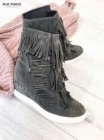 Ciemnoszare zamszowe sneakersy Aravia z frędzelkami na koturnach                                  zdj.                                  1