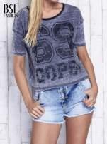 Ciemnoszary dekatyzowany t-shirt z brokatowym nadrukiem                                  zdj.                                  1