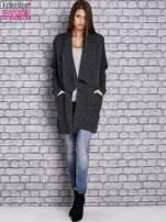 Ciemnoszary melanżowy sweter z kaskadowym dekoltem                                  zdj.                                  4