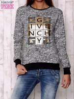 Czarna bluza z literowym nadrukiem