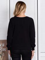 Czarna bluza z motywem dziewczyny                                  zdj.                                  2