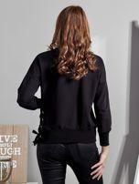 Czarna bluza z rozcięciami i perełkami                                  zdj.                                  1
