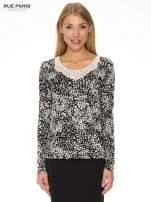 Czarna bluzka w plamki z koronkowym dekoltem                                                                          zdj.                                                                         1