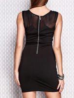 Czarna dopasowana sukienka z błyszczącą aplikacją                                   zdj.                                  2