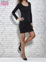 Czarna gładka sukienka z dekoltem na plecach                                  zdj.                                  4