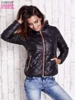 Czarna pikowana kurtka z futrzanym ociepleniem                                   zdj.                                  4