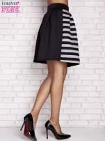 Czarna rozkloszowana spódnica w paski                                  zdj.                                  2