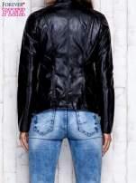 Czarna skórzana kurtka ramoneska z pikowanymi przeszyciami                                  zdj.                                  2