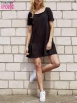 Turkusowa sukienka dresowa z falbanami z boku                                                                          zdj.                                                                         2