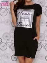 Czarna sukienka dresowa z napisem YOU WILL NEVER FORGET ME                                                                          zdj.                                                                         1