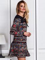 Czarna sukienka w bogaty ornamentowy wzór                                  zdj.                                  3
