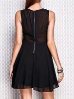 Czarna sukienka z koronkowymi wstawkami                                  zdj.                                  2