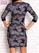 Czarna sukienka z nadrukiem pepitki