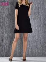 Czarna trapezowa sukienka z kieszeniami                                  zdj.                                  1