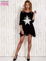 Czarna tunika dresowa z printem gwiazdy                                                                          zdj.                                                                         2