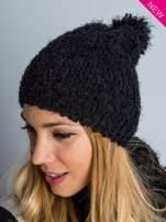 Czarna włochata czapka z pomponem                                  zdj.                                  1