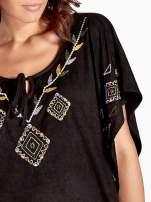 Czarna zamszowa bluzka z haftem w stylu boho